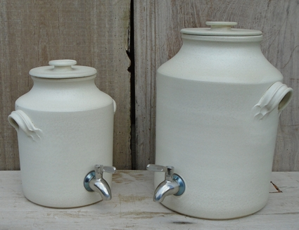 Vinegar pots with stainless steel taps