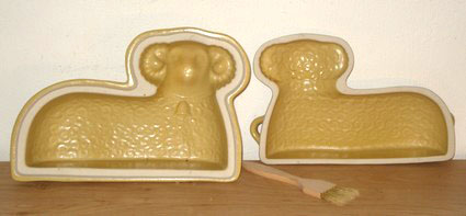 Cake form lamb set of 2 ceramics